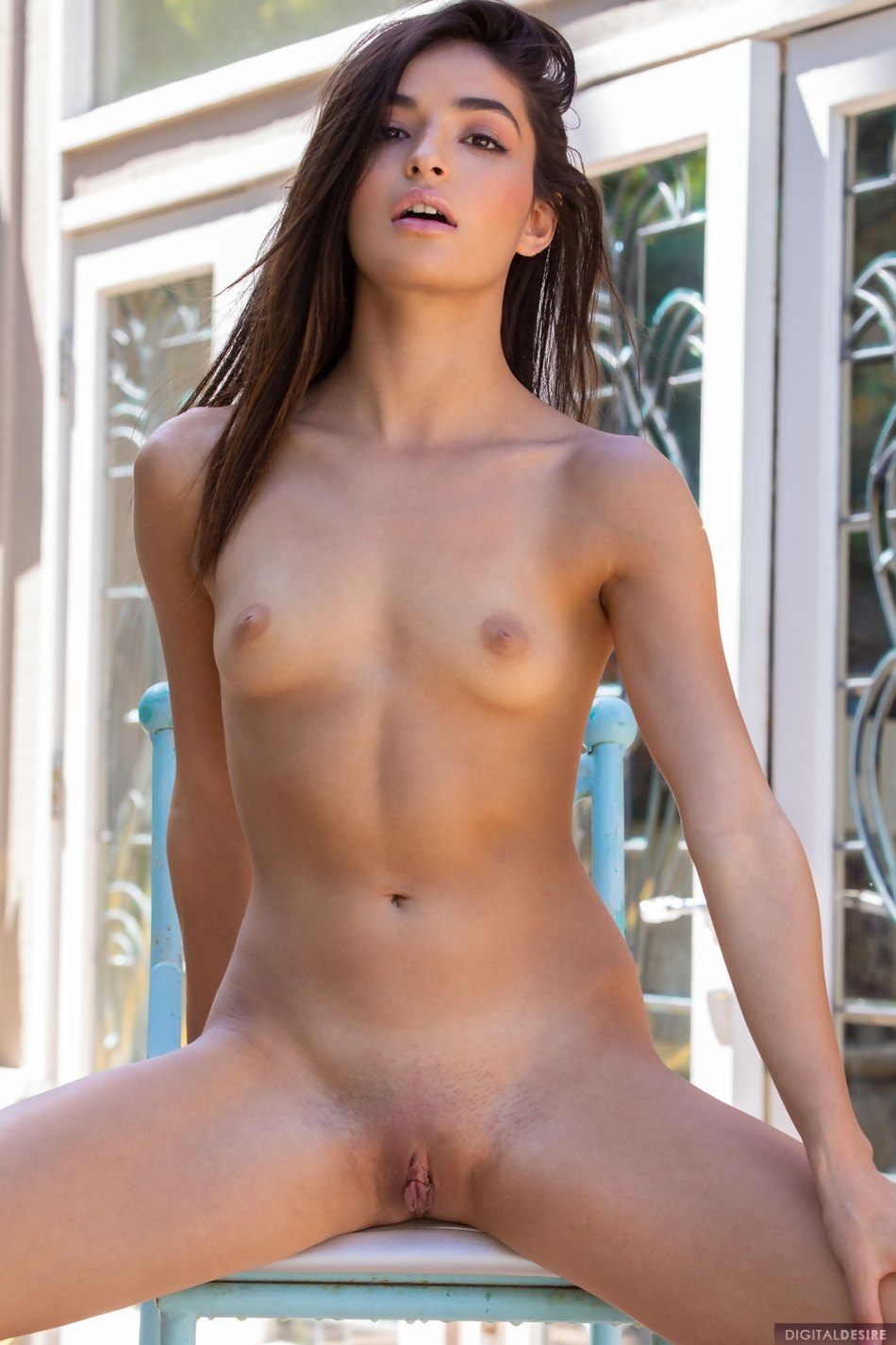 Emily Willis Nude